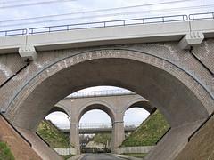 bruggenbouwer (emmapatsie) Tags: mechelen nmbs spoorwegbrug geerdegemstraat