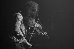 Dirty Three (Warren Ellis) (KristHelheim) Tags: bear blackandwhite bw music paris blackwhite concert noiretblanc live gig nb warrenellis barbe violon dirtythree trabendo sonynex3