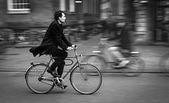 Bicicletas I (Amsterdam) de Luisfer62 (Fotos del concurso de la semana en Dzoom) Tags: inspiration man amsterdam bike bicicleta bn hombre bycicle barrido dzoom