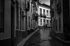 Dias de chuva (Vitor Pina) Tags: street city cidade people urban blackandwhite man black streets men monochrome contrast photography moments shadows streetphotography rua scenes pretoebranco momentos