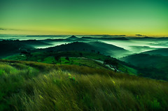 Dawn (Paulo Bretas) Tags: street autumn sunset brazil sky sun mountain color green planta nature colors brasil clouds landscape dawn nice nikon day natureza ngc sigma paisagem cu grama campo amanhecer mairinque aoarlivre d5100 paulobretas paulobovo paulojosbretasdeoliveira
