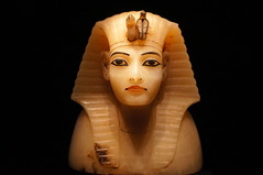 Lid for Canopic Container (Tjflex2) Tags: seattle history kingtut ancient exhibit egyptian pharaoh 18thdynasty valleyofthekings ancientegypt tutankhamun antiquity newkingdom livingimageofamun