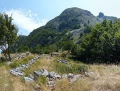 Ruderi (Emanuele Lotti) Tags: park italy parco mountain alps montagne trekking italia hiking tuscany mura monte toscana della alpi montagna apuane cima monti rudere ruderi capanna apuan escursionismo escursioni mirandola capanne