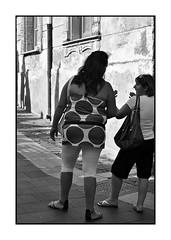 Gossiping (Franco & Lia) Tags: sardegna street blackandwhite sardina noiretblanc biancoenero photographiederue nulvi fotografiadistrada