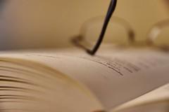 Das Wesentliche ist immer sichtbar ! - The essential is always visible ! (ralfkai41) Tags: buch lesen reading pages books believe brille haziness glauben unschrfe