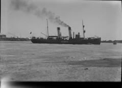 Sampo; jäänmurtaja Pohjoissatamassa? talvella sivulta kuvattuna (KansallisarkistoKA) Tags: helsinki icebreaker sampo jäänmurtaja pohjoissatama