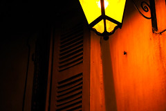 Lampadaire (ultra pink noise) Tags: rue nuit lampadaire volet ultrapinknoise
