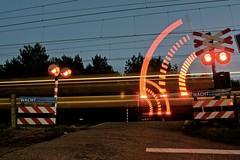Spoorwegovergang Ruitersveldweg Wezep, 23-12-15 (Danil de Ruig) Tags: lights crossing ns trains bu icm railroadcrossing spoorwegovergang wezep bahnubergang