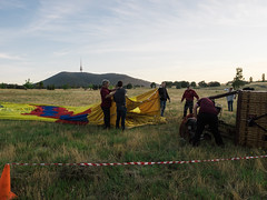 CBR-Ballooning-110109.jpg (mezuni) Tags: aviation australia hobby transportation hotairballoon canberra hobbies activity ballooning act activities passtime oceania australiancapitalterritory balloonaloftcbr