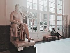 Seduta colossale di Augusto e visitatore stanco (Raffamuffin) Tags: napoli museoarcheologiconazionale