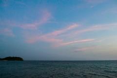 Nubes (Races annimas) Tags: costa arbol atardecer mar colombia pescador caribe pescar pelcano islafuerte arbolquecamina