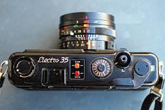 La calotta (fotocamere storiche) Tags: film electro gt 35 yashica pellicola yashicaelectro35gt fotografiaanalogica cameracollector collezionismofotografico fotocamerestoriche