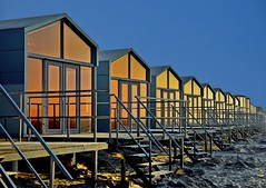 The Beach Houses (Kai Beinert) Tags: beach landscape netherlands holland domburg architecture glas mirror house nikon landschaft strand architektur strandhaus urlaub vacation spiegelung fenster outdoor sky himmel