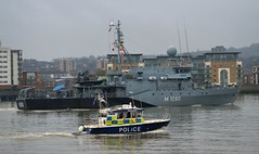 FGS Pegnitz M1090 (7) @ Gallions Reach 15-04-16 (AJBC_1) Tags: uk england london boat ship unitedkingdom military navy police vessel riverthames lawenforcement nato warship minesweeper eastlondon gallionsreach mcv nikond3200 northwoolwich newham metpolice policeboat mp7 germannavy navalvessel londonboroughofnewham ukpolice metropolitanpoliceservice deutschemarine minehunter m1098 targa31 marinepolicingunit m1090 3minensuchgeschwader ensdorfclassminesweeper dlrblog ajc bundeswehrnavy fgspegnitz 3rdgermanminesweepingsquadron