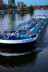 Tanker Gracias im Frankfurter Westhafen (S. Ruehlow) Tags: gracias frankfurt main brcke fluss schiff tanker westhafen westhafentower gutleut gutleutviertel mainneckarbrcke tankergracias