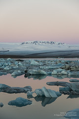 shs_n8_067752 (Stefnisson) Tags: ice berg landscape iceland belt venus glacier iceberg gletscher glaciar sland icebergs jokulsarlon breen vatnajokull jkulsrln ghiacciaio jaki girdle vatnajkull jkull jakar s gletsjer ln venuss  glacir sjaki venuses sjakar mvabyggir stefnisson mfabyggir mavabyggdir mafabyggdir