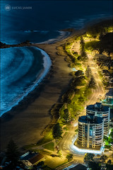 Fake Helicopter View (Lucas Janin | www.lucasjanin.com) Tags: road longexposure blue light newzealand plant color building tree beach yellow night plante outdoor lumire fujifilm nuit arbre plage f28 hdr couleur lightroom tauranga bayofplenty 56mm longueexposition iso1000 84mm xt1 lucasjanin sec xf56mmf12r lightroom6