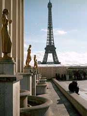 Paris (Jorkew) Tags: light sun paris france tower mamiya statue 645 kodak c n eiffel pro portra iledefrance f28 parijs 160 80mm sekor