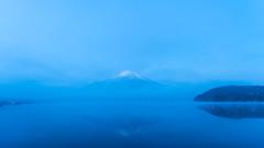 Blue Reflection (shinichiro*) Tags:    jp 20160107ds22995 2016 crazyshin nikond4s afsnikkor2470mmf28ged fuji lakeyamanaka yamanashi japan january winter frost upsidedown abigfave 24116054102 201603gettyuploadesp sold 2016sold 201605sold
