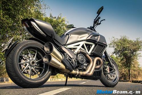2016-Ducati-Diavel-12
