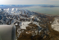 2016_02_16_lga-ord-slc_176 (dsearls) Tags: brown white mountains west utah flying desert aviation united gray aerial ual unitedairlines windowseat windowshot oquirrh oquirrhmountains lgaordslc 20160216