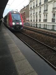Train  l'approche - Gare de Colombes (stefff13) Tags: paris france train gare rails colombes