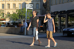 Place Saint-Louis - Metz (France) (Meteorry) Tags: street boy people sunlight man france male feet evening europe adult candid centre father young strangers july son streetscene center flipflop teen thongs tongs soir rue pieds lorraine hommes metz fils pre moselle 2015 meteorry placesaintlouis ensoleille alsacechampagneardennelorraine alsacechampagneardennelorrain
