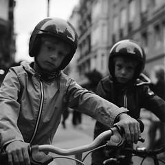 Boys Are Back In Town (Imanol 6x6) Tags: street portrait blackandwhite bw 120 6x6 film eh rolleiflex mediumformat kodak trix 400 mf nophotoshop sansebastian f28 donostia trl 500x500