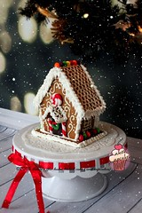 Small gingerbread house (marias_cakes18) Tags: c gingerbreadhouse christmasgifts christmastreats christmasgingerbreadhouse mariascakes smallgingerbreadhouse
