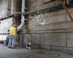 Graffiti Removal (NYCDOT) Tags: bridge graffiti manhattanbridge nycdot graffitifreenyc citybench nycdepartmentoftransportation commissionerpollytrottenberg