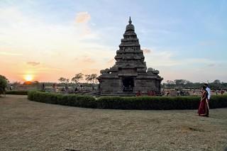 Coucher de soleil  sur le temple