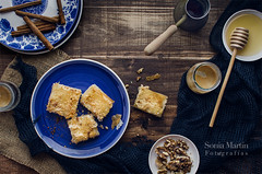 Baklava casera (Soniaif) Tags: blue coffee caf azul postre dessert sweet honey mile dulce turkishfood baklava foodphotography repostera planocenital fotografaculinaria cocinaturca