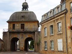 Langres (Cherryl.B) Tags: fortification porche btiment tourisme muraille hautemarne