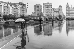 _DSF8580 (Xabier Pieiro) Tags: plaza people bw byn lluvia gente streetphotography bn fujifilm streetphoto paraguas ferrol xseries x100 wclx100ferrol