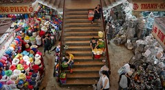 Petten en Pannen (Iam Marjon Bleeker) Tags: stair market vietnam pots dailylife markt saigon hochiminhcity potsandpans hochiminh pans pannen petten dailylifeinhochiminhcity vpdag141070238g