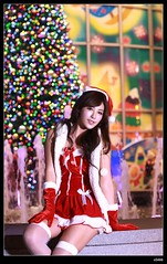 nEO_IMG_DP1U0521 (c0466art) Tags: christmas light portrait face night canon nice colorful pretty gorgeous taiwan showgirl short figure attractive lamps cloth charming decroration 1dx c0466art