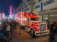 Neubrandenburg - Coca-Cola Weihnachtstruck (www.nbfotos.de) Tags: christmas xmas truck weihnachten cocacola lkw freightliner 2015 weihnachtlich weihnachtstruck
