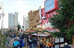7655 Weihnachtsmarkt Santa Pauli - Spielbudenplatz Hamburg St. Pauli - moderne Architektur Tanzende Trme, Hochhaus und Schmidt Theater und Tivoli. (christoph_bellin) Tags: santa tivoli theater hamburg weihnachtsmarkt architektur schmidt stpauli mitte trme pauli hochhaus hansestadt sanktpauli bezirk spielbudenplatz stadtteil tanzende santapauli