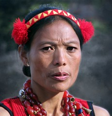 Sangtam woman (Linda DV) Tags: travel sunset portrait people india heritage canon geotagged culture folklore tribal clothes tradition tribe 2008 discovery sevensisters tribo stam naga culturalheritage nagaland tribu worldtravel stamm  trib trib 7sisters heimo northeastindia stamme sangtam pokolenia powershots5is  exploretheworld  lindadevolder  plemena pokolen    picmonkey