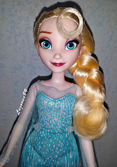 Hasbro Elsa (Lagoona89) Tags: snow frozen doll disney queen sq elsa hasbro