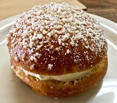 tropezienne La Boulangerie de San Francisco (Fuzzy Traveler) Tags: sanfrancisco food dessert donut pastry creampuff laboulangerie tropezienne