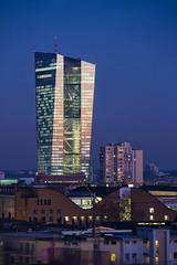 ffm-rkw-050115-1737-it (Rolf K. Wegst) Tags: deutschland abend frankfurt bank architektur bce ffm ezb blauestunde europischezentralbank
