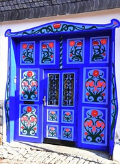 Flowers at each day of the year! (:Linda:) Tags: germany thuringia town themar bluedoor window protectivegrill flower twodoors redpoppy