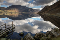 Refelctions (johnkaysleftleg) Tags: england shoreline lakes lakedistrict ennerdale refelections ennerdalewater anglerscrag bownessknot hurdus