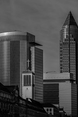 Messeturm Frankfurt am Main (meisternam17) Tags: tower skyline germany deutschland hessen frankfurt main schwarzweiss mainhatten 185 messeturm eurpaviertel