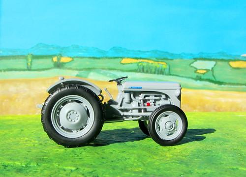 1953 Ferguson TE20 'Little Grey Fergie' Die'-Cast Tractor