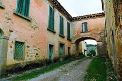 inside (dragonflaitrii) Tags: holiday canon toscana valdarno bucine lupinari