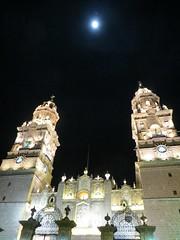 Catedral y la luna (Garenez) Tags: morelia colonial catedral ciudad michoacn