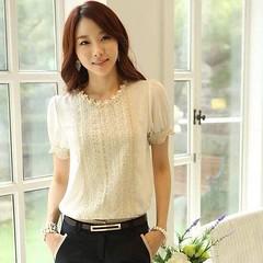 เสื้อชีฟองแขนสั้น ลูกไม้แฟชั่นเกาหลีผู้หญิงทำงานสวยหรูหรา นำเข้า สีขาว ไซส์Mถึง2XL - พร้อมส่งBM2476 ราคา1250บาท เสื้อเชิ้ตแขนสั้น ลูกไม้ หรูหราสีขาวแบบนี้สำหรับใส่ไปทำงานเป็นเสื้อผ้าแฟชั่นหรูหราสุดจะบรรยาย เป็นเสื้อเชิ้ตลูกไม้ ผ้าชีฟองอย่างดีคอกลมแขนยาว ร