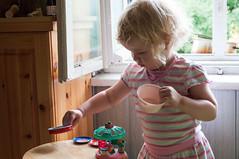 DSC_2281.jpg (Kaminscy) Tags: window fun child poland pots stool zabawa okno dziecko garnki stoek torun